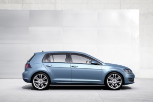 2014-Volkswagen-Golf04
